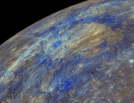 La superficie di Mercurio è nera di grafite