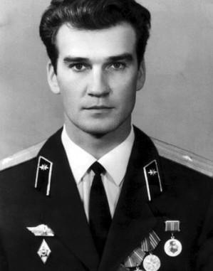 Stanislav Petrov (Ucraina, 1939) tenente colonnello dell'Armata Rossa durante la Guerra Fredda.