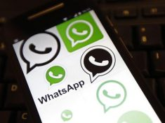 WhatsApp sfida Skype, si prepara a videochiamate