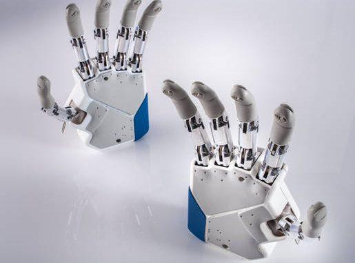 Nuove mani bioniche, più controllo e tatto