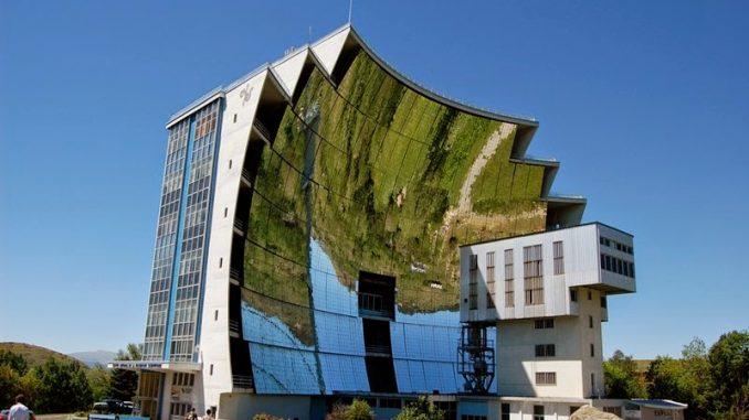 Una fornace solare serve a concentrare la radiazione