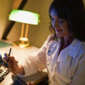 I virus sono più pericolosi di mattina, rischi con turni di notte e jet lag