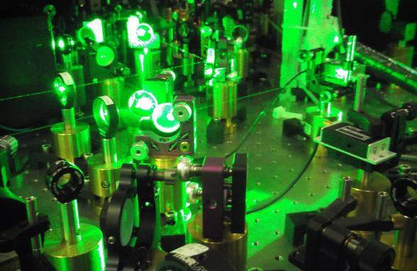 Fasci laser impiegati per l'intrappolamento e la manipolazione dei campioni atomici ultrafreddi (fonte: CNR)