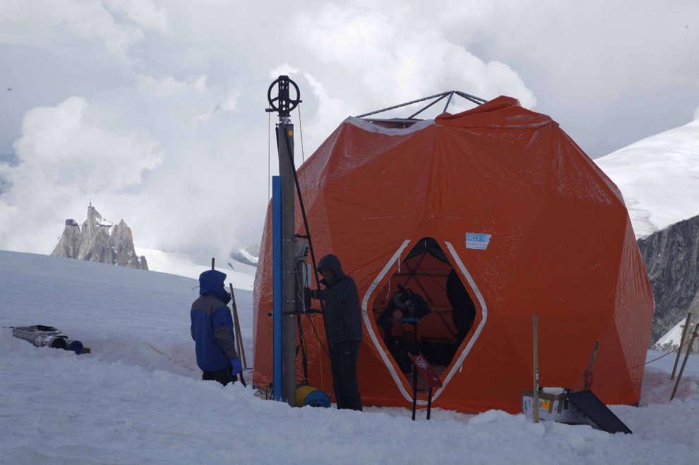 Monte Bianco, i carotaggi per studiare il clima che cambia