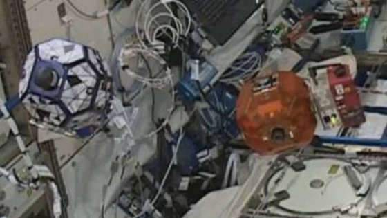 """I primi droni in orbita imparano a """"vedere"""" anche senza gravità"""