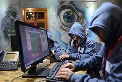 Scacco alla rete internazionale di hacker: la Polpost arresta la 'mente' del gruppo