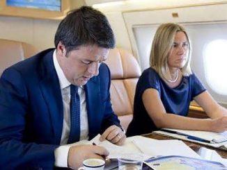"""Snowden, ancora rivelazioni: """"Usa e Gb intercettano i cellulari usati in volo"""". A rischio anche l'aereo di Renzi"""