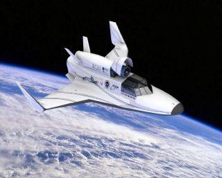 Entro il 2020 dovrebbero partire le prime navette dall'Italia, stando all'accordo tra Virgin Galactic di Richard Branson e l'italiana Altec. Ma non è l'unico progetto per mandare turisti in orbita. Ci hanno pensato anche Elon Musk e Jeff Bezos: ecco come viaggeremo oltre l'atmosfera.