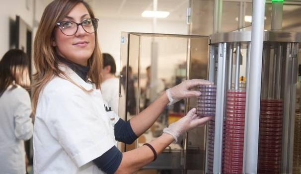 Bologna, il nuovo maxi laboratorio di batteriologia del Sant'Orsola