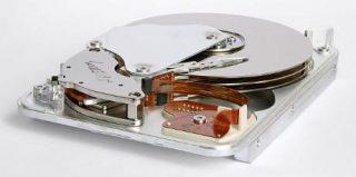 L'imaging del cervello produce oggi una quantità di dati dell'ordine del terabyte, una capacità raggiunta dai dischi fissi dei comuni computer desktop (Credit: Eric Gaba/Wikimedia Commons)