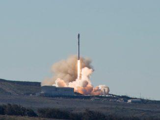 La partenza del Falcon 9 per deporre nello spazio 10 satelliti Iridium. È stato il 28mo lancio di successo del razzo di SpaceX.