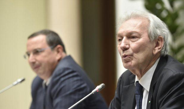 A sinistra, Giuseppe Castagna, ex ad Banca Popolare di Milano e a destra Pier Francesco Saviotti, ex ad Banco Popolare - foto di Flavio Lo Scalzo (Agf)