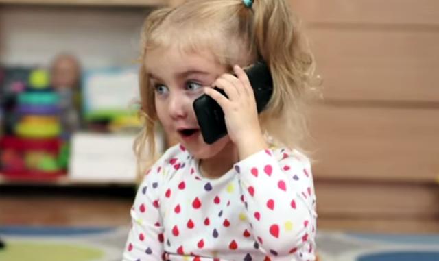 I pediatri: niente cellulare prima dei 10 anni