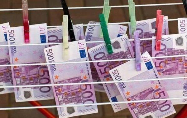 Nonostante la crisi, gli stipendi dei banchieri paperoni