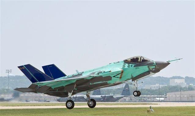 Hackers contro l'Aeronautica Italiana a caccia dei segreti dell'F-35