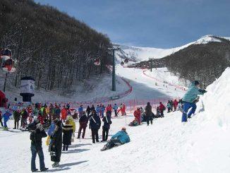 Tutti sulla neve per tenersi in forma. Gli sport invernali migliori.