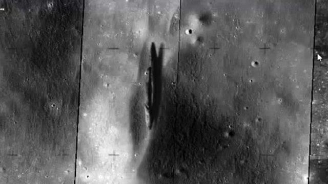L'Astronave Aliena dell'Apollo 20 sul Delporte Crater visibile su Google Earth-Moon