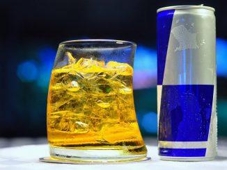 Nuovi cocktails più pericolosi, mix Energy Drink e Acool