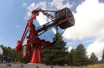 Il telescopio prototipale del progetto ASTRI, con diametro di 4 metri (che lo rende attualmente il più grande telescopio a specchi nella banda del visibile sul suolo italiano), si trova nella stazione osservativa dell'INAF Osservatorio Astrofisico di Catania, a Serra La Nave, sull'Etna, dov'è stato installato nel 2014