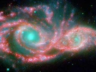 Due buchi neri supermassicci danzano a 750 milioni di anni luce dalla Terra