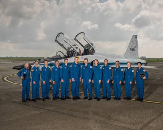 La foto ufficiale della classe del 2017 degli astronauti NASA. | NASA/ROBERT MARKOWITZ