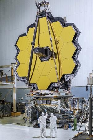 Lo specchio primario del telescopio: 6,5 metri di diametro. | NASA/ESA