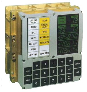 Lo schermo e la tastiera di un Apollo Guidance Computer (AGC)