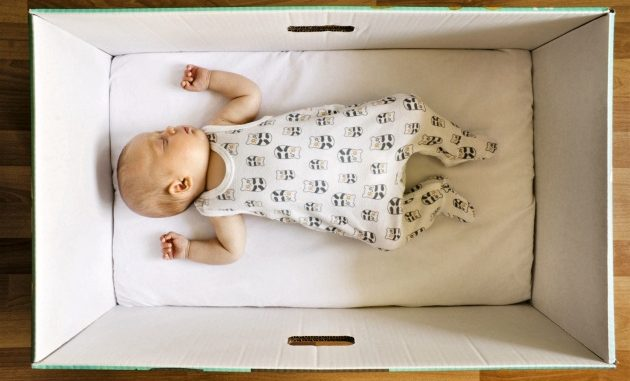Tradizione finlandese del pacco maternità per i neonati