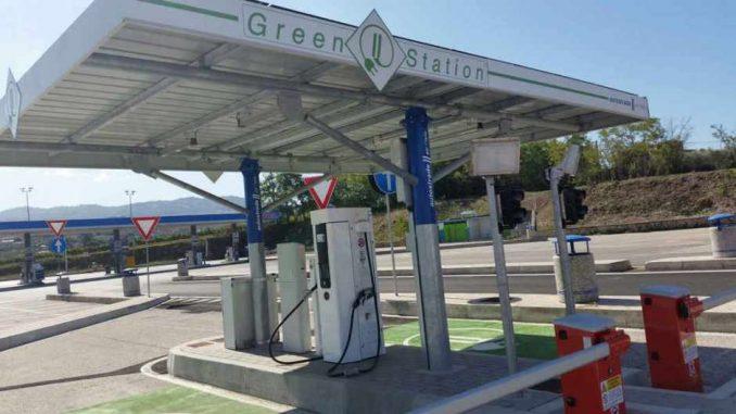 A presto rete di distributori smart in autostrada
