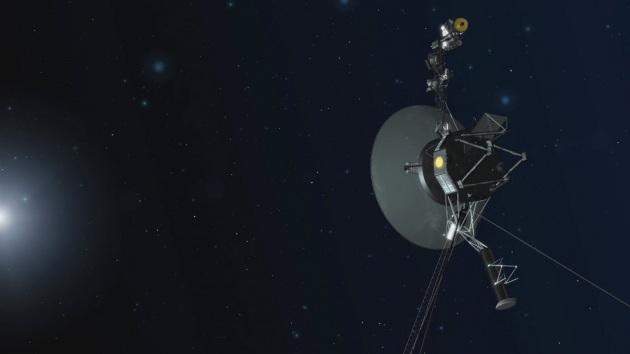 Illustrazione: la Voyager 1 in rotta verso nuovi orizzonti alla folle velocità di 17 km/s, ossia 61.200 km l'ora!|NASA/JPL-CALTECH