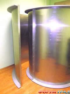 """Sono antenne che ricevono e trasmettono, basta vedere le moderne antenne paraboliche. Caratteristiche simili hanno anche i cosiddetti """"specchi di Kozyrev"""". Questo eminente scienziato, una delle menti più brillanti del XX secolo, ha inventato un sistema di specchi concavi (gli specchi di Kozirev), prendendo dei fogli di metallo, lucidi ed elastici, e piegandoli in senso orario (una spirale di 1 giro e mezzo). Le persone che prendevano posto dentro queste spirali cilindriche, sperimentavano vari stadi di coscienza alterata, quale: uscita dal corpo, contatti telepatici, telecinesi, oppure vedevano degli avvenimenti accaduti molti anni prima."""