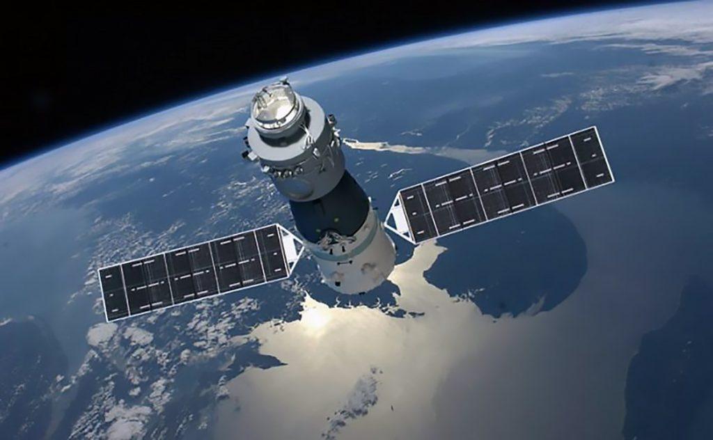 Un'illustrazione della Tiangong-1, la prima stazione spaziale cinese, in orbita intorno alla Terra. La domanda è: quando cadrà? E dove? China Manned Space Agency