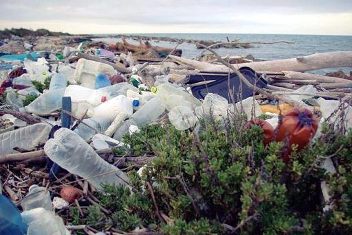 Una barriera per aiutare il Mediterraneo contro i rifiuti in plastica