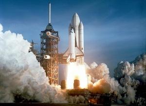 Lo Space Shuttle Columbia nella partenza del suo primo volo il 12 aprile 1981.