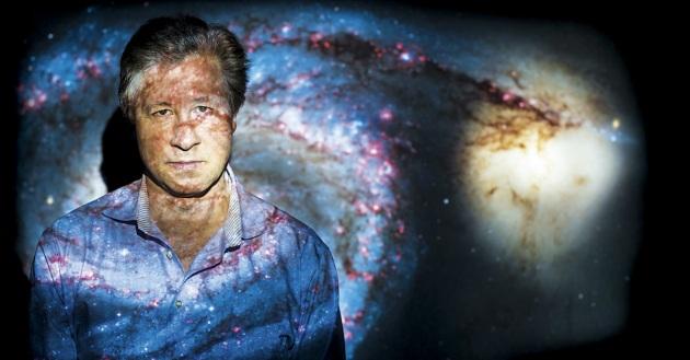 Il fisico Erik Peter Verlinde, dell'Università di Amsterdam. Afferma che non vediamo la materia oscura perché non esiste.