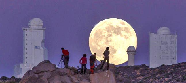 Tutti a naso in su per vedere la super Luna