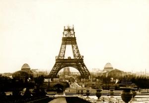 La Tour Eiffel in costruzione, nell'ottobre del 1888.| ADOC-PHOTOS / ADOC-PHOTOS