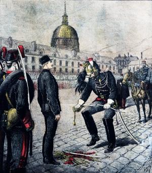 Degradazione di Albert Dreyfus (1894), un ricco ufficiale francese di artiglieria di origine ebraica, ingiustamente accusato di spionaggio a favore dell'Impero Tedesco dai servizi segreti in un contesto di forte antisemitismo.