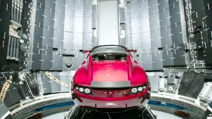 Lanciata con successo la prima macchina nello spazio