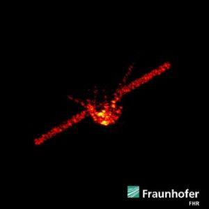 Una immagine radar di Tiangong-1 dove è ben visibile la struttura centrale e il profilo dei due pannelli solari. La ripresa è stata ottenuta durante un passaggio della stazione spaziale cinese a una quota di circa 270 km. Crediti: Fraunhofer FHR