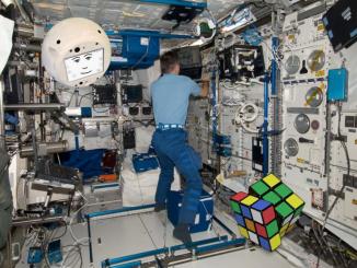 Tondo e con la faccia simpatica: è CIMON, il nuovo astronauta robot che partirà in autunno per la Iss