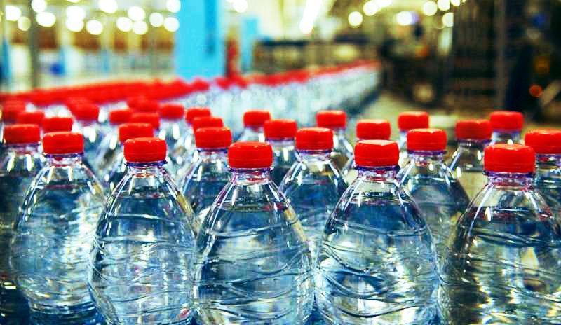 Le microplastiche sono presenti nelle bottiglie di acqua