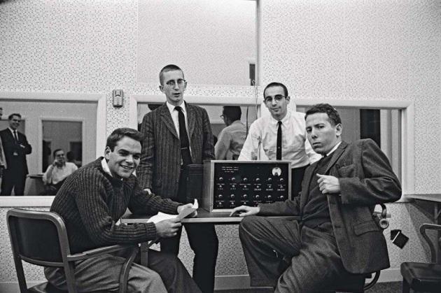 Milgram, a destra, con il suo team di sperimentatori.|Manuscripts & Archives,Yale University