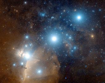 La costellazione di Orione nel visibile. Le tre stelle della Costellazione di Orione Alnitak, Alnilam e Mintaka allineate al centro formano la Cintura. Crediti: Davide De Martin & the Esa/Eso/Nasa Photoshop Fits Liberator