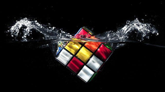 La sfida del robot con il cubo di rubick