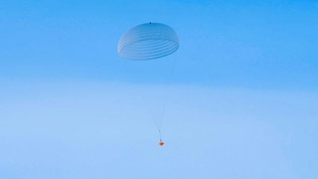 Il paracadute di 35 metri di diametro che rallenterà la discesa del rover ExoMars.|ESA/I.Barel