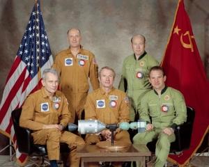 Il Programma test Apollo-Sojuz (ASTP), la prima collaborazione ufficiale tra USA e Unione Sovietica in ambito spaziale (luglio 1975).