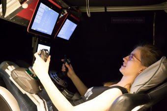 Carmen Possnig, ricercatrice dell'Esa in Antartide, simula un attracco alla Soyuz