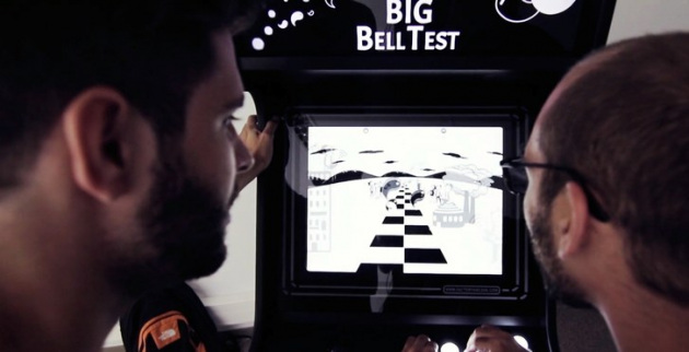 Due partecipanti al videogame del BIG Bell Test.|ICFO