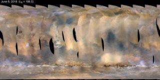 Questa mappa globale di Marte mostra la tempesta di polvere crescente a partire dal 6 giugno 2018. La mappa è stata prodotta dalla fotocamera Mars Color Imager della navicella spaziale Mars Reconnaissance Orbiter della Nasa. La tempesta è stata rilevata per la prima volta il 1° giugno e la sonda monitora la tempesta da allora. Il punto blu indica la posizione approssimativa di Opportunity. Crediti: Nasa/Jpl-Caltech/Msss